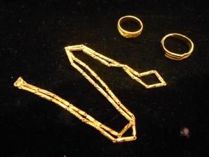 黃金是應急的好夥伴,出售黃金飾品就找桂麗瑩