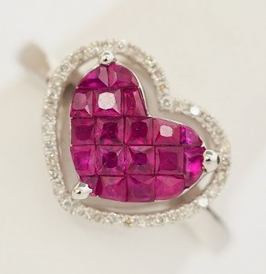 紅寶石鑲嵌戒指