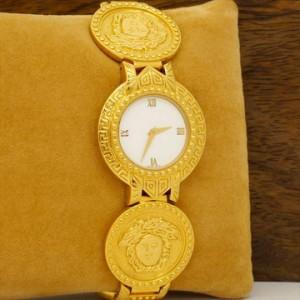 收購VERSACE手錶