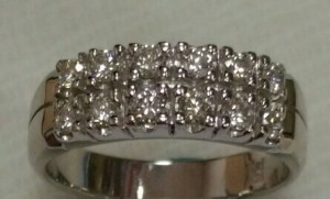 銀台排鑽戒指