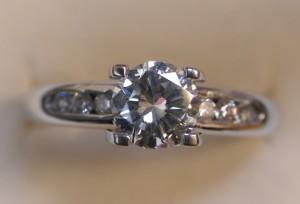 收購一克拉鑽石戒指