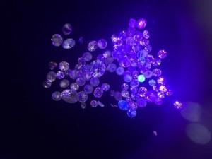 鑽石螢光反應
