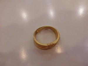 沒有刻印的黃金戒指