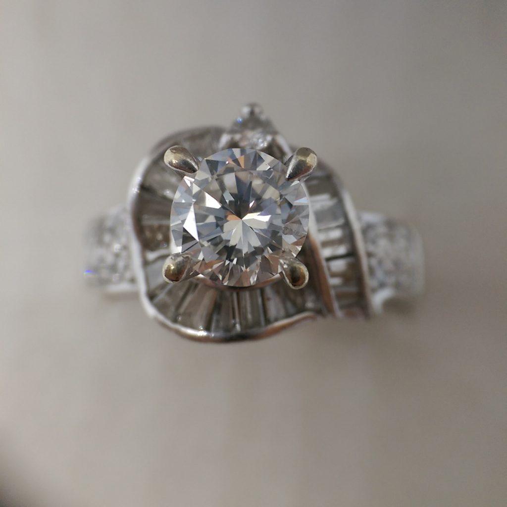這張圖片的 alt 屬性值為空,它的檔案名稱為 50分鑽石戒指回收-1024x1024.jpg