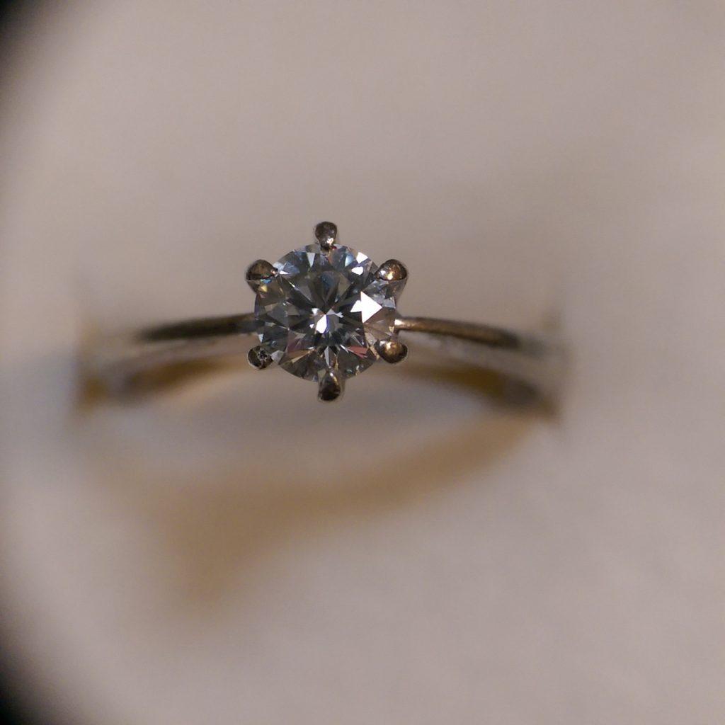 這張圖片的 alt 屬性值為空,它的檔案名稱為 30分鑽石戒指回收-1024x1024.jpg