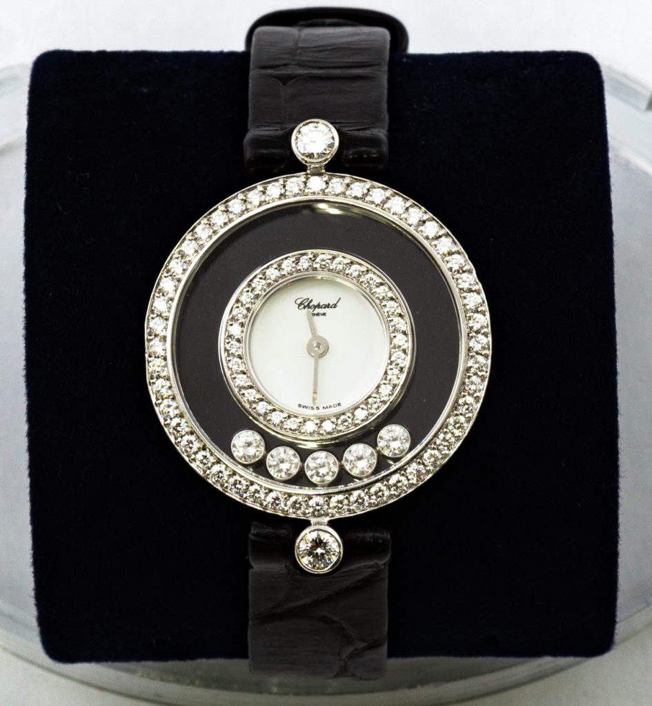 這張圖片的 alt 屬性值為空,它的檔案名稱為 收購蕭邦HAPPY-DIAMONDS手錶-945x1024.jpg